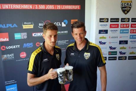 Boris Prokopic und Andreas Lienhart mit dem Arena Cup