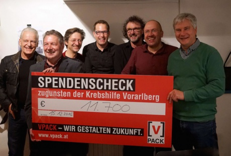 Vpack-Vostandsmitglied Josef Bayer mit Dr. Gebhard Mathis und den Musikern