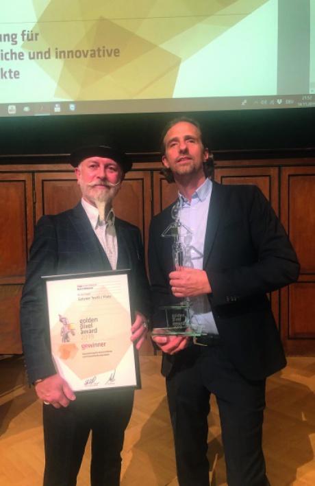 Wolfgang Burtscher, Getzner Textil, und Harry Gamper, BuLu, nahmen den Preis in Wien entgege