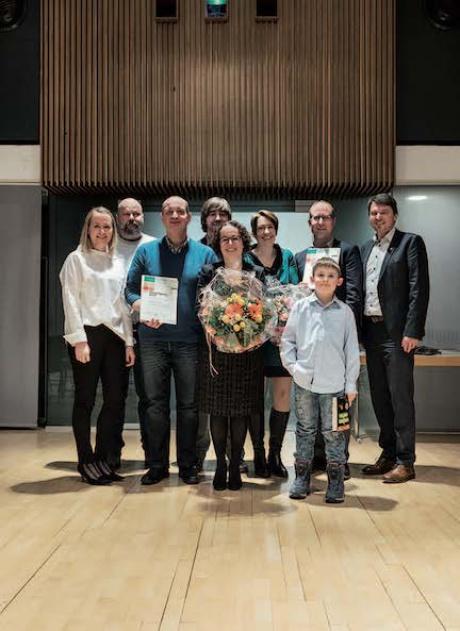 Das BuLu-Team darf sich über den Umweltpreis, die Familie Blaser über den Anerkennungspreis freuen.